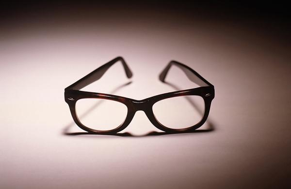 Como limpar seus óculos corretamente   Receitas de Minuto - A ... 97a4fa71d2