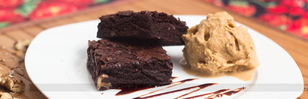 brownie_de_chocolate_facil_de_forno_e_microondas