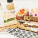 MARMITA COMPLETA: Sanduíches de Abobrinha e de Kani + Salada de Frutas