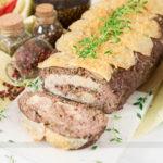 Rocambole de Carne Moída Recheado com Purê e Salada de Cenoura e Farofa Fria!